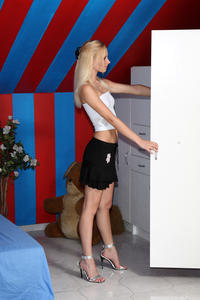 Uma - Striptease Speculum [Zip]x5n48kwgmr.jpg