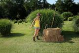 Franziska Facella in Hay Therew38q510l11.jpg