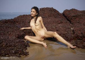 Serena - Nude in India  r6r4ognpgf.jpg