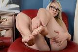 Sunny Hart - Footfetish 3r671k550b7.jpg